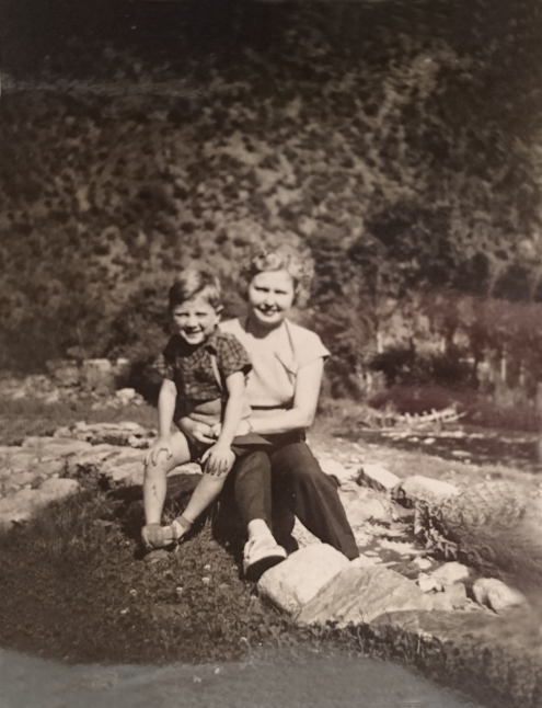 Mon père et ma grand-mère